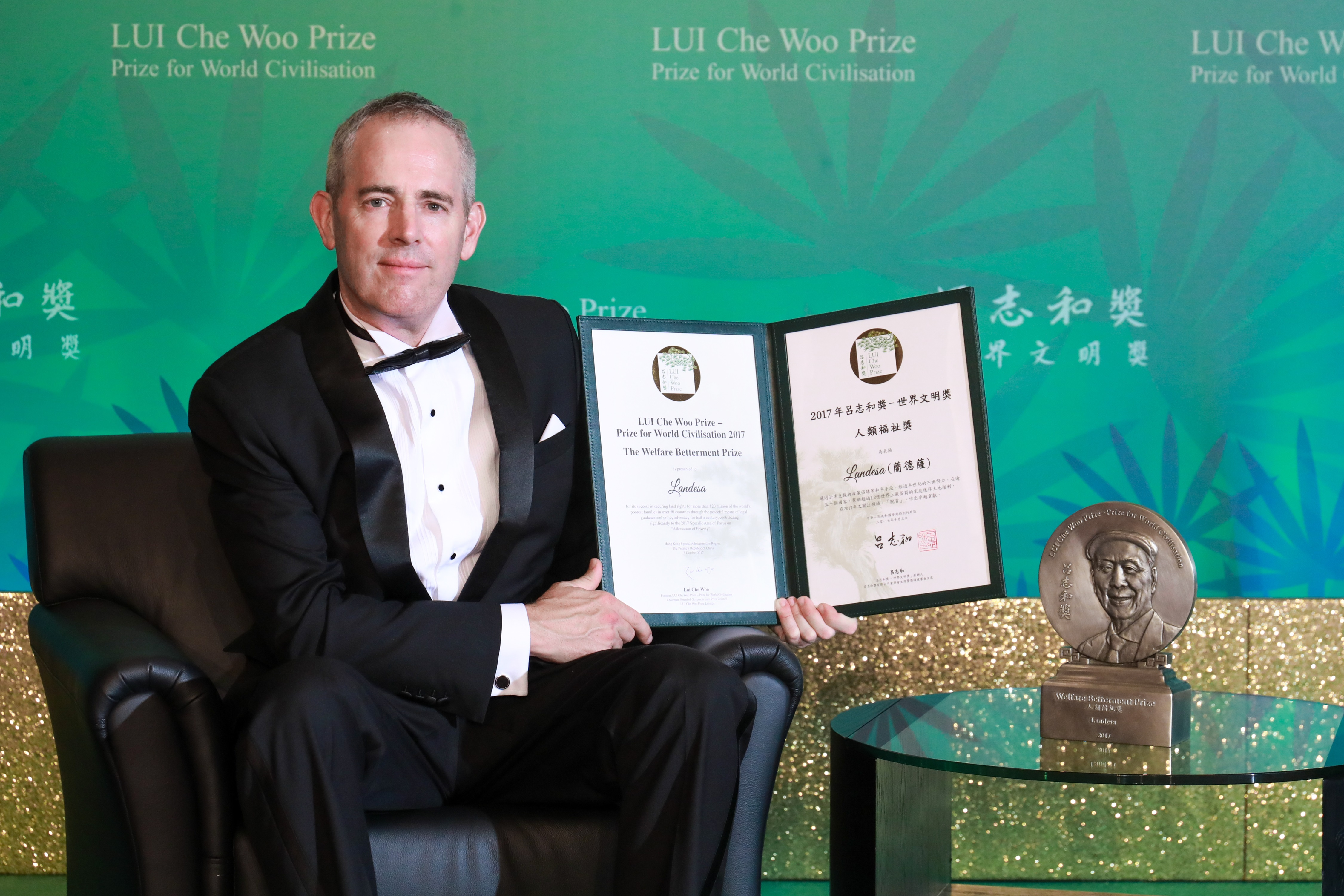 2017 LUI Che Woo Prize - Welfare Betterment Prize Laureate - Landesa - represented by Mr. Chris Jochnick, President and CEO of Landesa